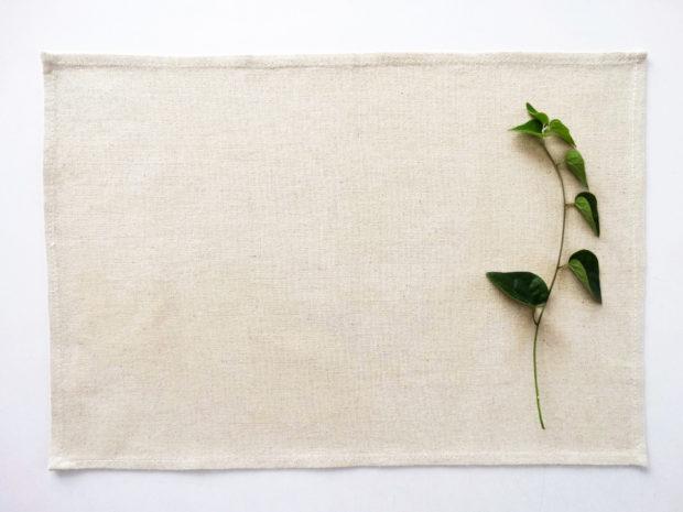 生成りの生地は植物が原料で一つ一つ風合いが異なります