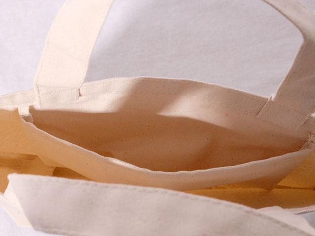 袋の内側にポケットがついています